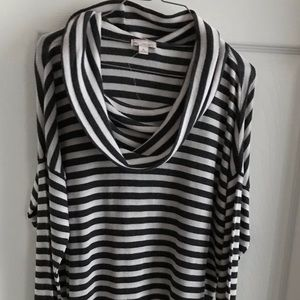NWT Gap M cow neck sweater Gray & ivory colors